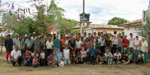 villagers of Moya & 2007 Gehlen Catholic Mission Team pose for a group picture