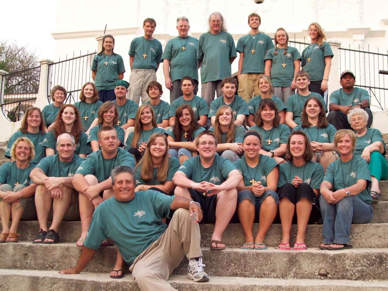 Mission Team poses for a group photo near the end of their mission trip
