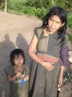Tolupan mother and her child come for medical attention